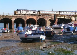 Low tide at Folkestone Harbour (with 37601 on the viaduct)