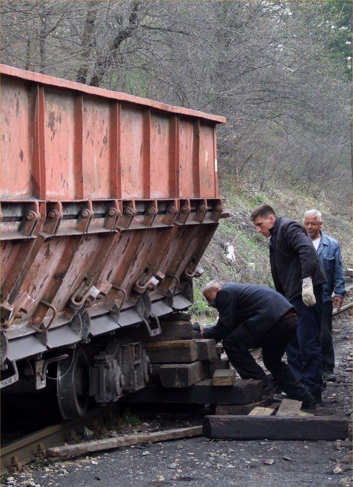 The derailed wagon outside Oskova