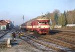 A DMU departs from Lužná u Rakovníka