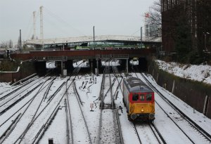 Electro-diesel 73202 at East Croydon on the morning of 4th December 2010