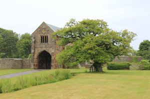 The gatehouse at Cleeve Abbey in the rain