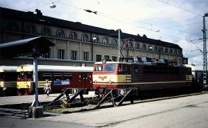 VR Class Sr1 electric locomotive 3077 at Helsinki Central Station in July 1984