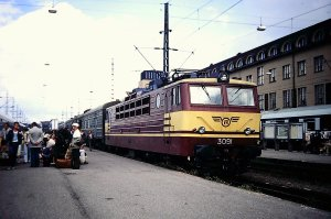 VR Class Sr1 electric locomotive 3091 at Helsinki Central Station, having recently arrived with a train from the Soviet Union