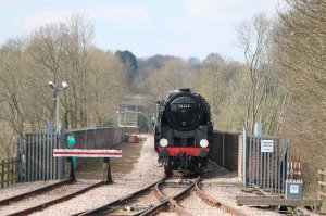 92212 crosses the Imberhorne Viaduct to reach East Grinstead