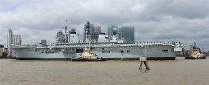 Four tugs help HMS Illustrious turn in Blackwall Reach