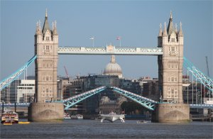 MS Tûranor PlanetSolar passes through Tower Bridge