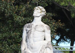 One of the statues around the Stadio dei Marmi