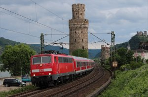 111 115 hauls a regional express through Oberwesel