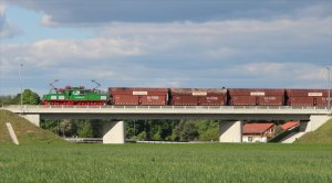 Electric locomotive 4-310 crosses  the landscape in full sun