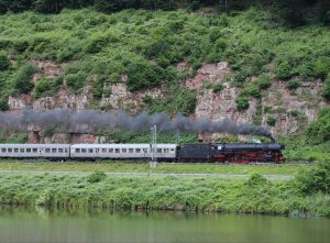 41 360 hauls the Postzug through Hirschhorn on Friday 30th May 2014