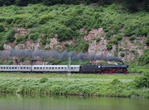 41 360 hauls the Postzug through Hirschhorn on Friday 30th May 2014