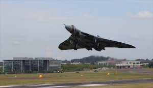 Vulcan XH558 takes off from Farnborough