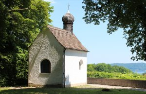 Maffei-Kapelle overlooking Feldafing Park and the Starnberger See