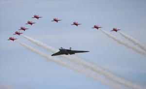 Avro Vulcan XH558 'The Spirit of Great Britain' with the Red Arrows