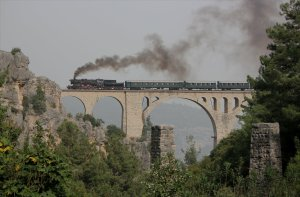 The Varda Viaduct with the piers of the narrow gauge line in the foreground
