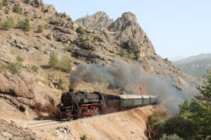 TCDD 56 548 steams through the rocky landscape between Çiftehan and Gümüş