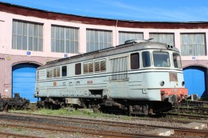 Class 62 diesel-electric loco 62-1011-6 at Sibiu depot