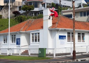 A shifty character tries to break in to St Heliers Bay Community Policing Centre