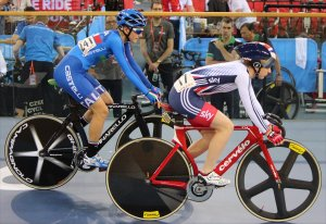 Laura Trott and Maria Giulia Confalonieri before the start of the scratch final