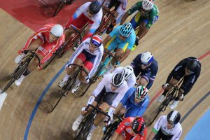 Mark Cavendish mid-pack in the elimination race