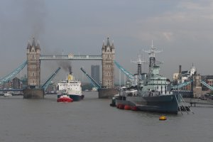 RMS Helena passes through Tower Bridge