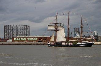 Thor Heyerdahl (1930) passes Morden Wharf, Greenwich